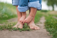 Should Young Children Walk Barefoot?